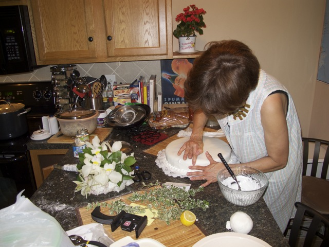 Ana's aunt making the traditional Colombian wedding cake