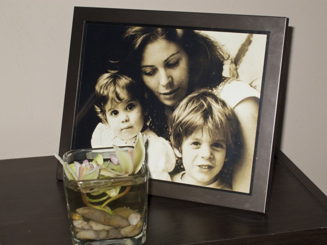 A photo of Ana, her mother and her older brother